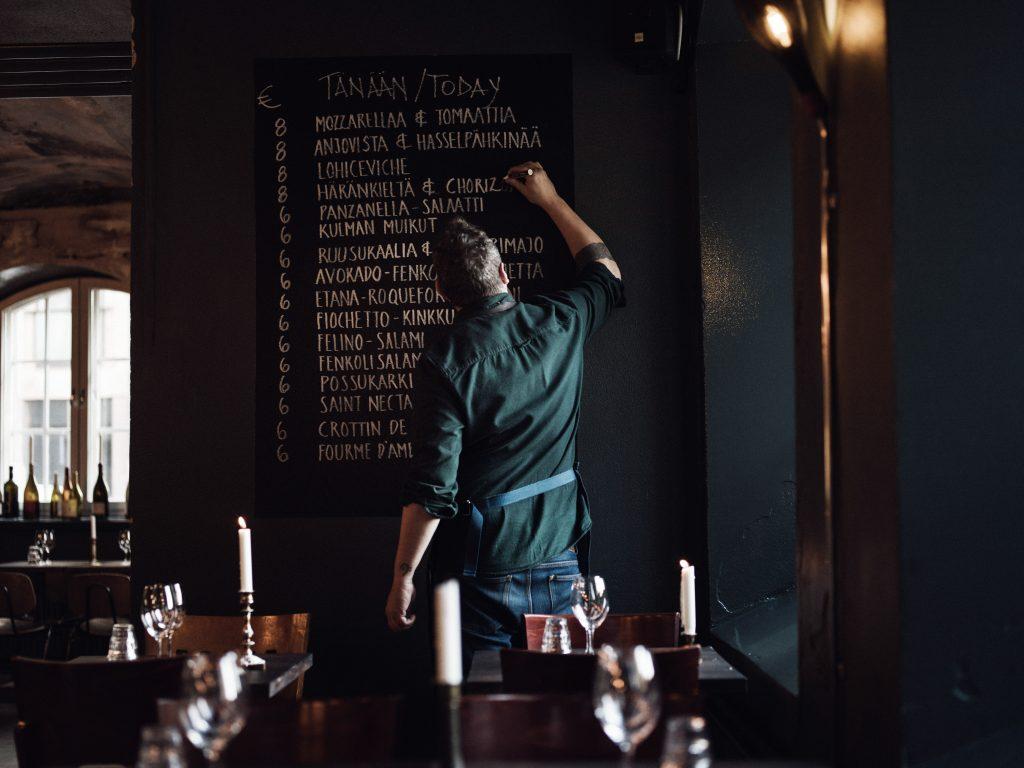 itsenäisyyspäivänä baarit auki